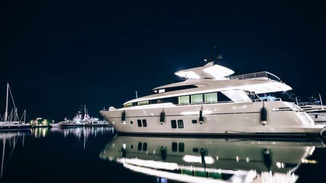 How to Find Luxury White Light Yacht with Affordable Price